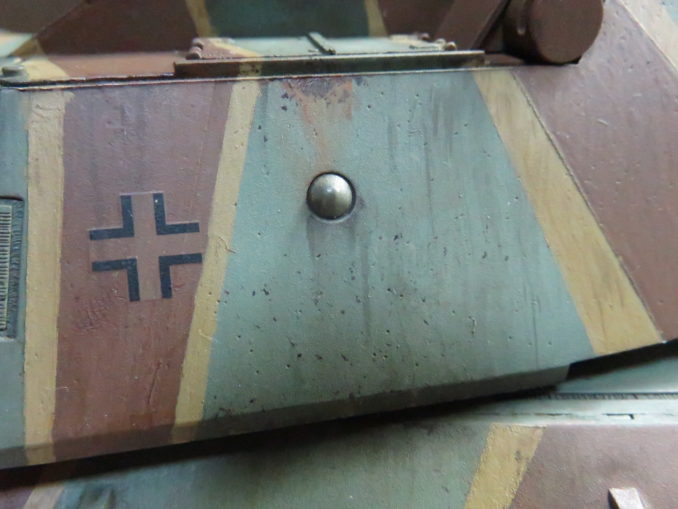 E-100 対空戦車 スミ入れ用塗料で雨だれの再現