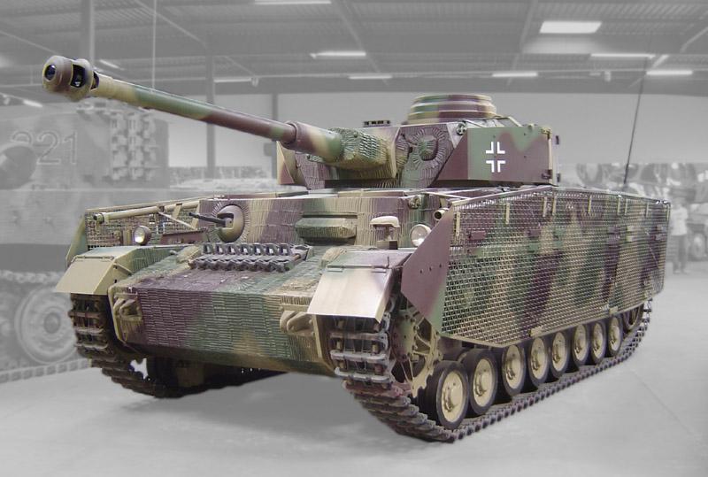 金網性のシュルツェン「トーマシールド」を装備した4号戦車J型