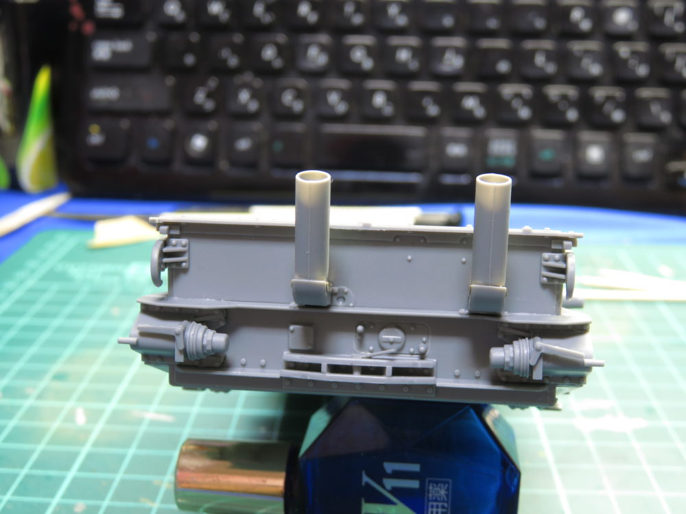 4号戦車 J型(中期) 排気管の取り付け