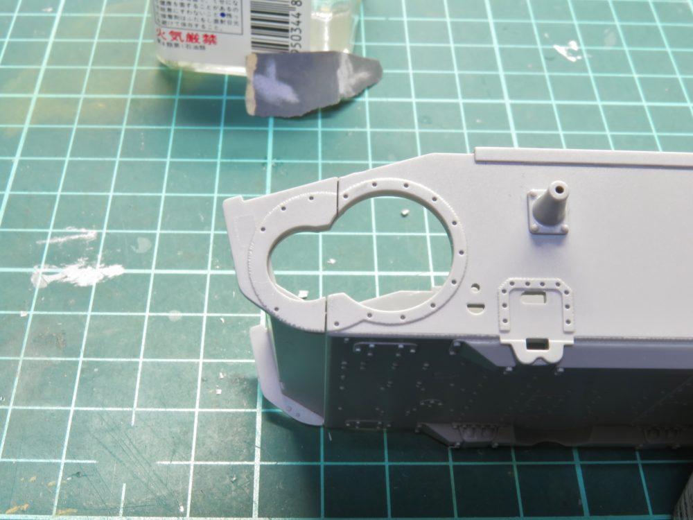 4号戦車 J型(中期) 起動輪基部のパーツ取り付け