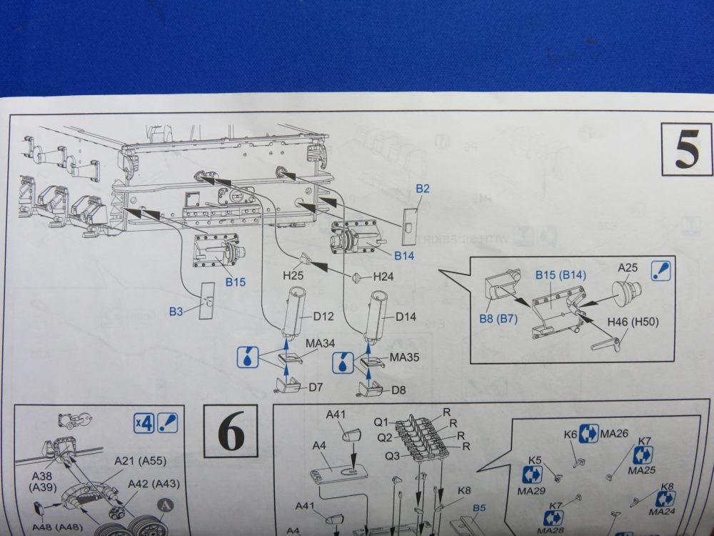 4号戦車 J型(中期) リアパネルへのパーツの取り付け