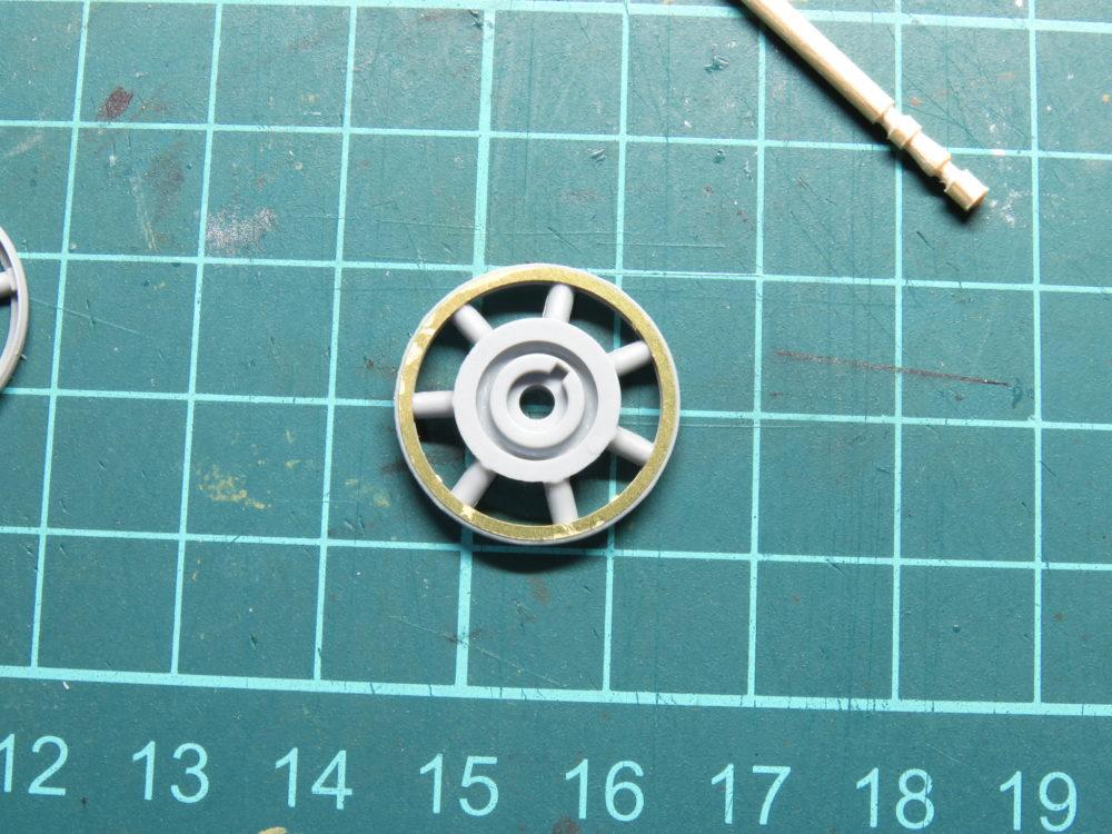 4号戦車 J型(中期) 鋳造タイプの遊動輪の組み立て3