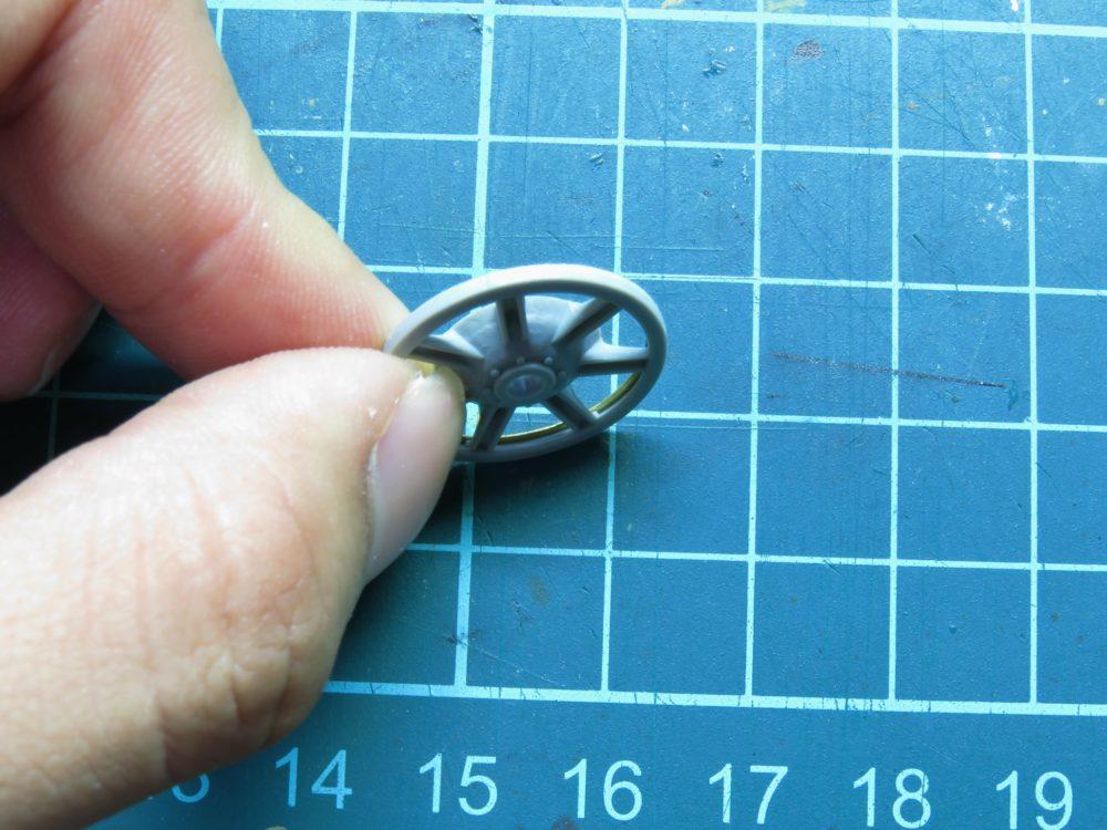 4号戦車 J型(中期) 鋳造タイプの遊動輪の組み立て4