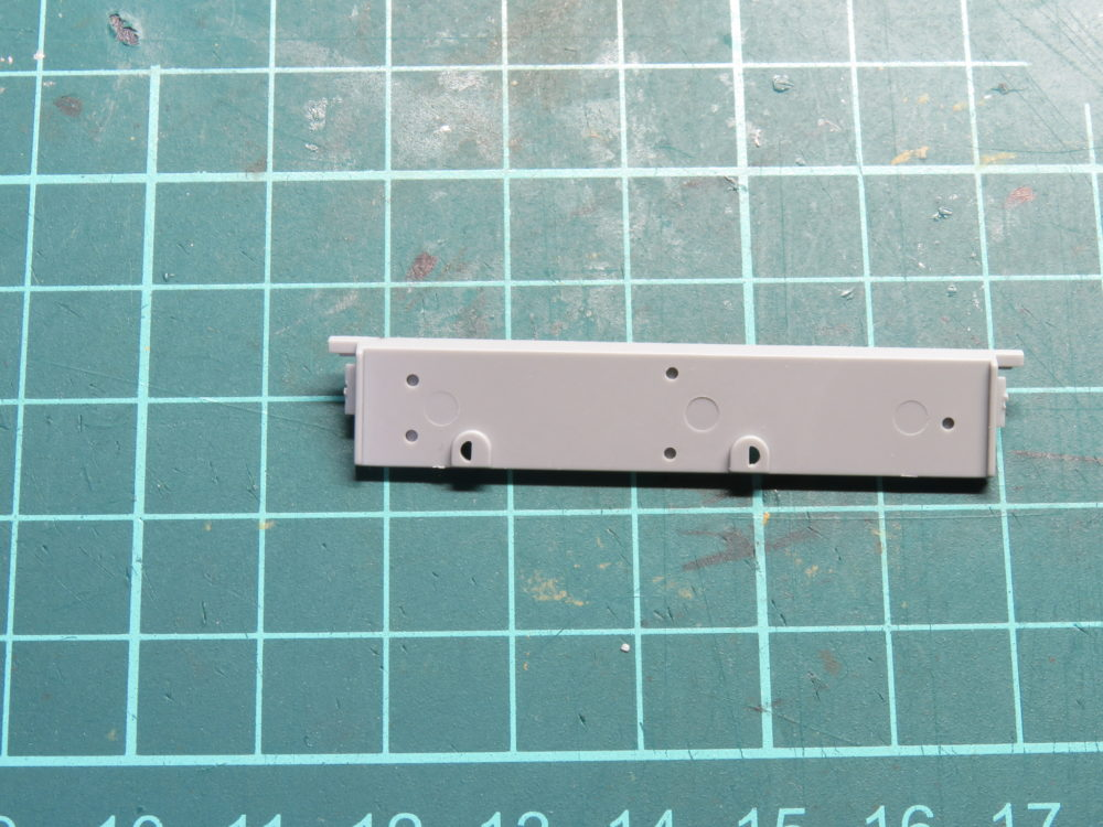 4号戦車 J型(中期) リアパネルのパーツ 穴あけはしない
