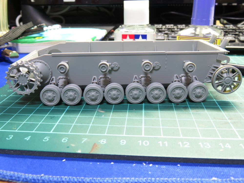 4号戦車 J型(中期) 転輪の仮組み