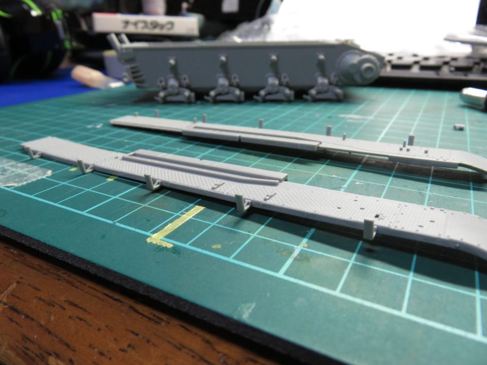 4号戦車 J型(中期) フェンダーのシュルツェン架の加工