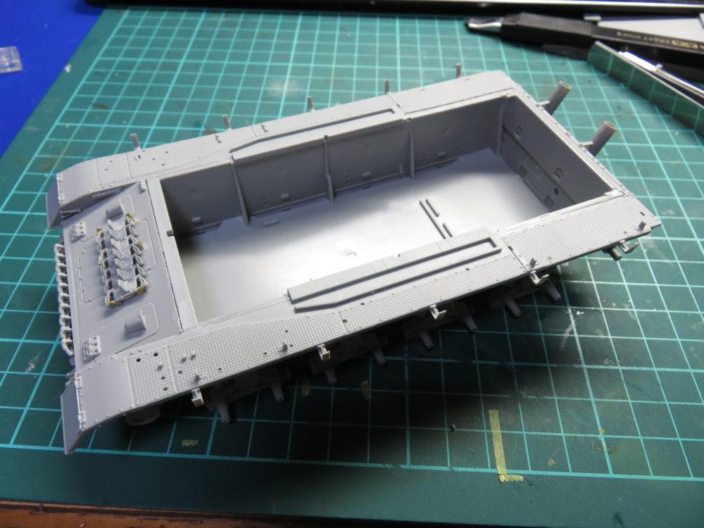 4号戦車 J型(中期) フェンダーの組み立て・取り付け2