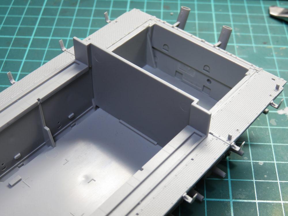 4号戦車 J型(中期) フェンダーの組み立て・取り付け3