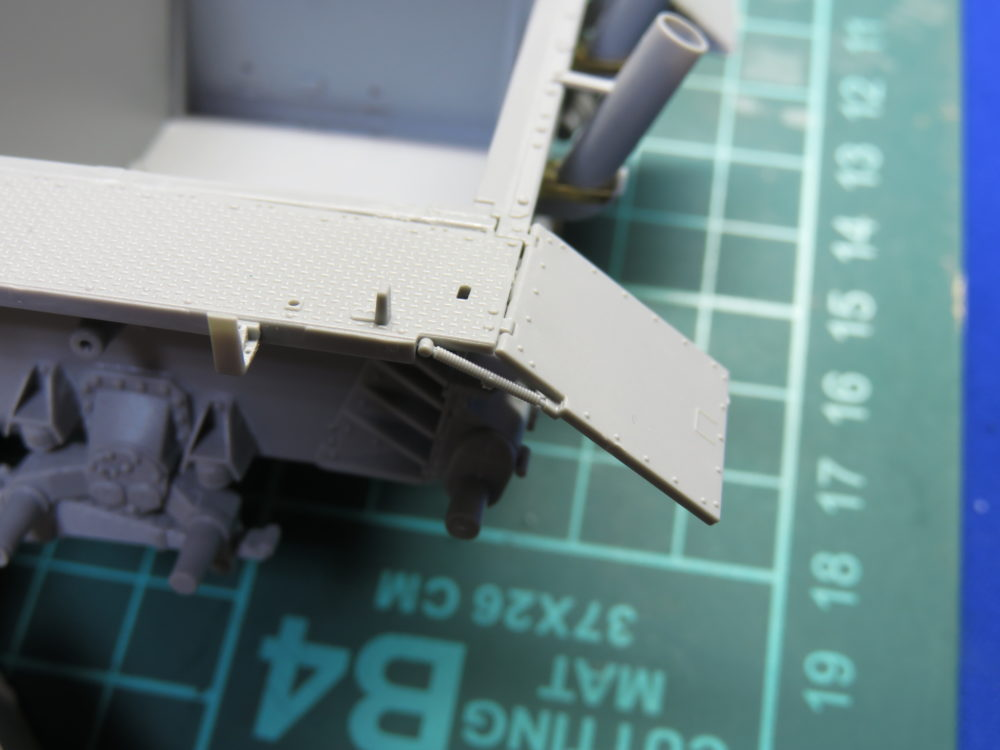 4号戦車 J型(中期) フェンダーの組み立て・取り付け4