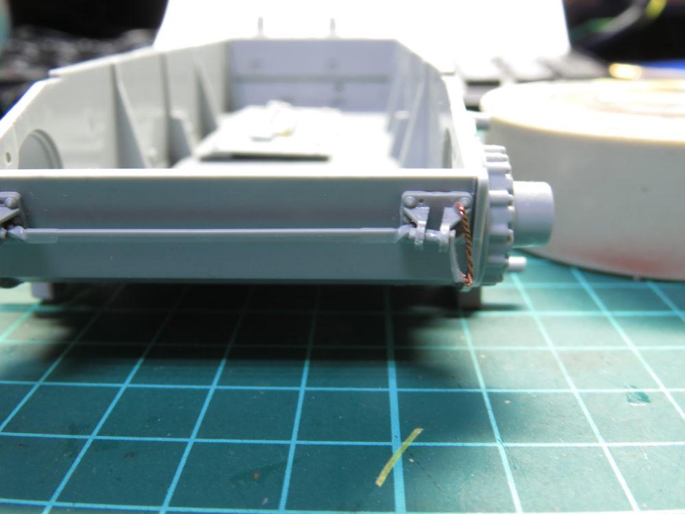 4号戦車 J型(中期) 車体下部・前面装甲板の履帯ラック