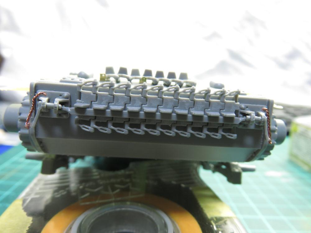 4号戦車 J型(中期) 車体下部・前面装甲板の予備履帯2