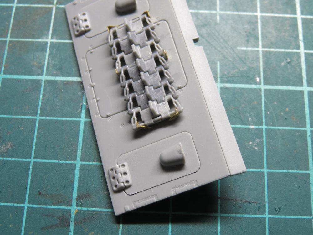 4号戦車 J型(中期) エッチングパーツ予備履帯のラックを作る2