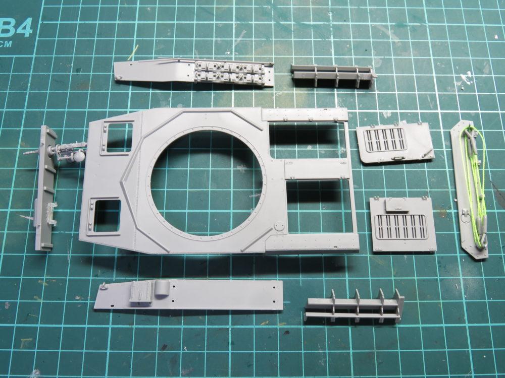 4号戦車 J型(中期型) 車体上部の装甲板が完成した
