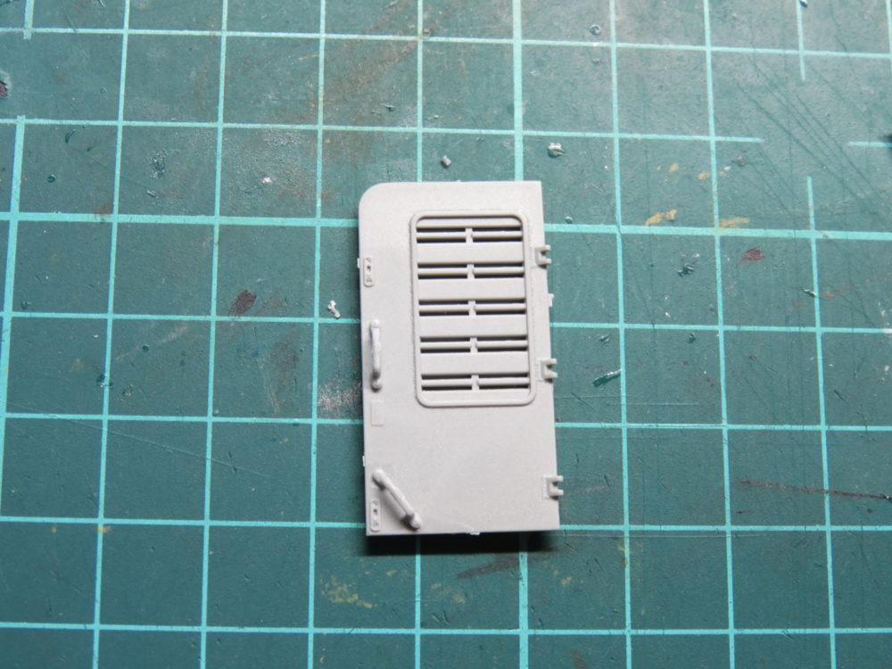 4号戦車 J型(中期型) 車体上部、冷却ファン点検ハッチの組み立て