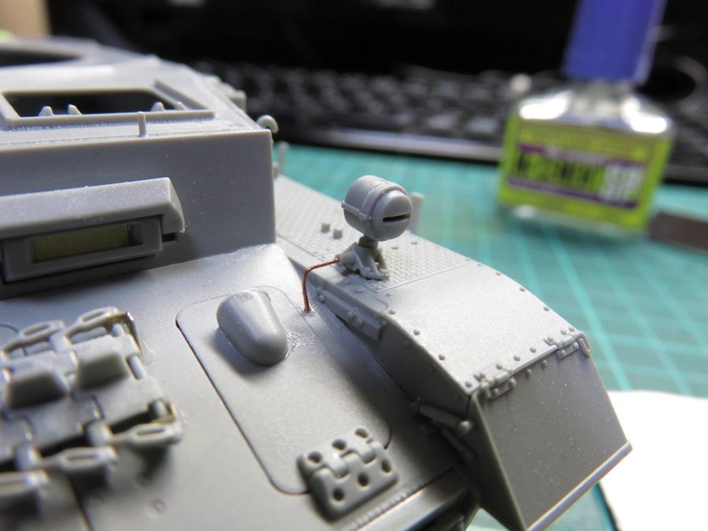 4号戦車 J型(中期型) ボッシュライトに配線を追加する2
