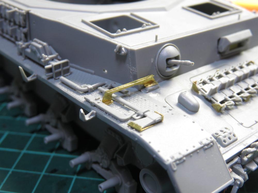 4号戦車 J型(中期型) フェンダーサポートの取り付け