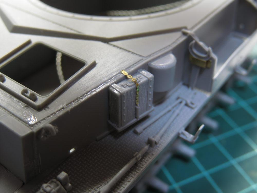4号戦車 J型(中期型) ジャッキ台のチェーンを追加する