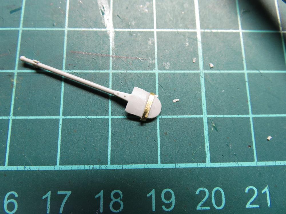 4号戦車 J型(中期型) スコップの取り付け金具をエッチングパーツのランナーで再現する