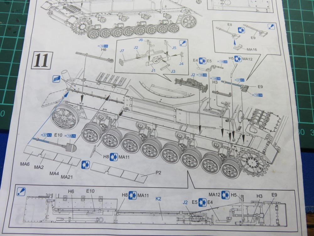 4号戦車 J型(中期型) フェンダー(右)にOVMを乗せていく