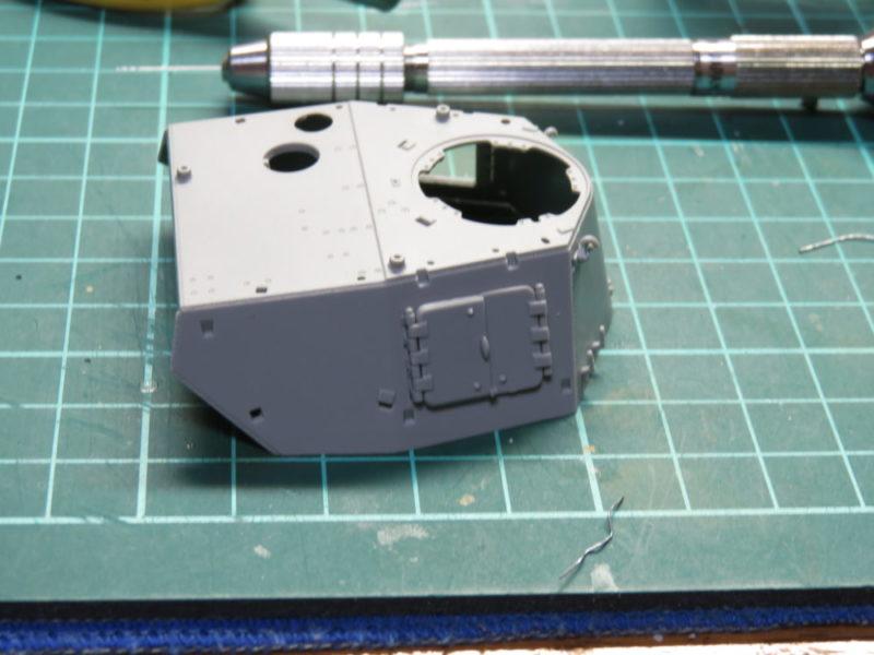 4号戦車 J型 砲手・装填手用ハッチ仮組み