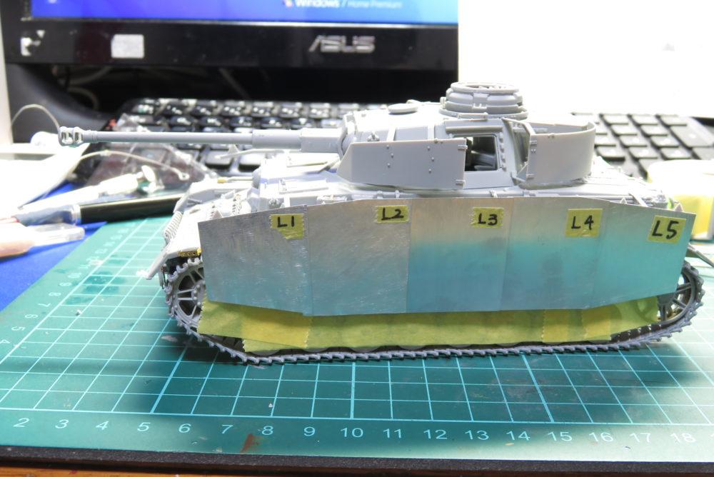 4号戦車 J型 シュルツェン板の組み立て・取り付け 車体にシュルツェンを装着
