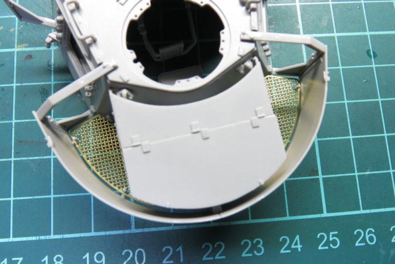 4号戦車 J型 砲塔シュルツェン 荷物置き場の金網2