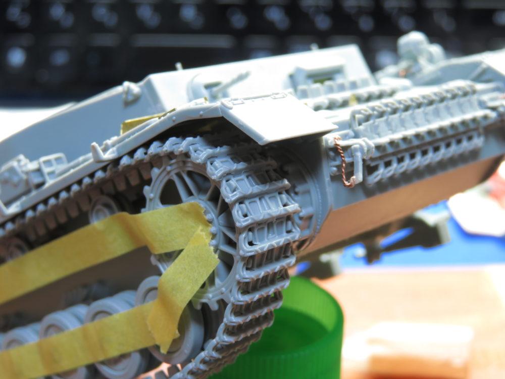 4号戦車 J型 マジックトラックの組み立て 反対側も起動輪まで持ってくる