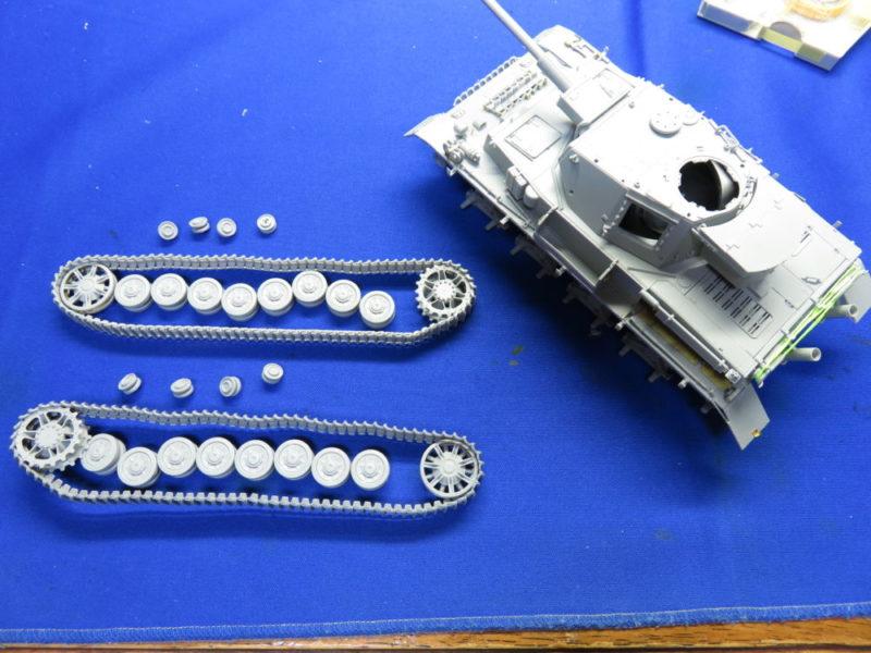 4号戦車 J型 マジックトラックの組み立て 履帯と転輪を外した状態