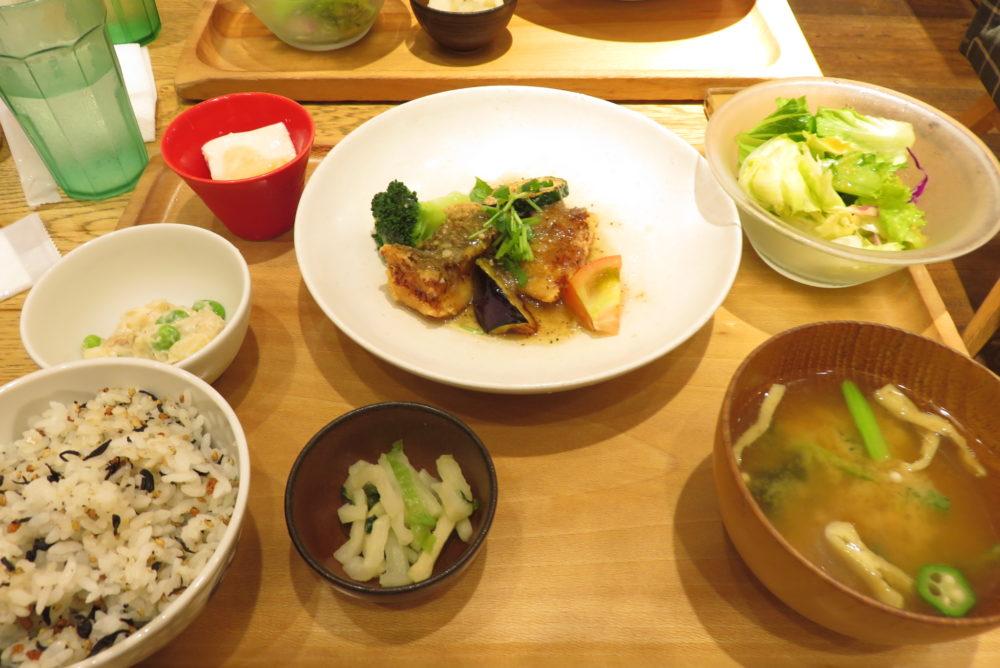 静岡旅日記2018年8月11日 おぼんdeごはんで昼食