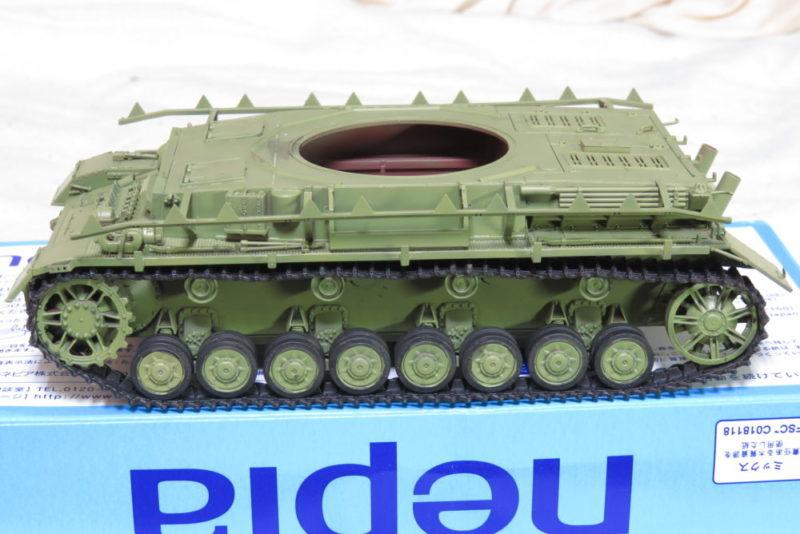 4号戦車 J型 履帯と転輪を車体に取り付ける