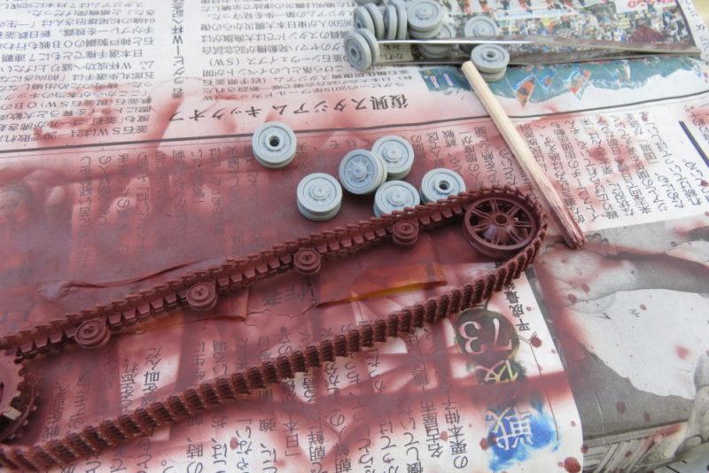 4号戦車 J型 サーフェイサーEVOを吹き付ける 履帯の塗装