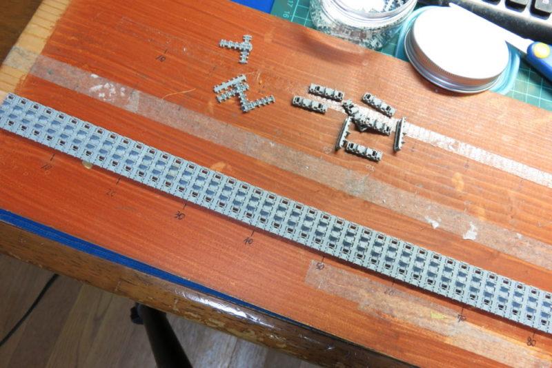 キングタイガー マジックトラック(履板)を板に並べる2