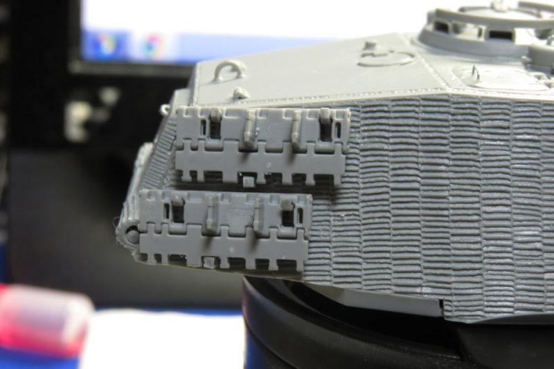 キングタイガー 砲塔の予備履帯ラック2