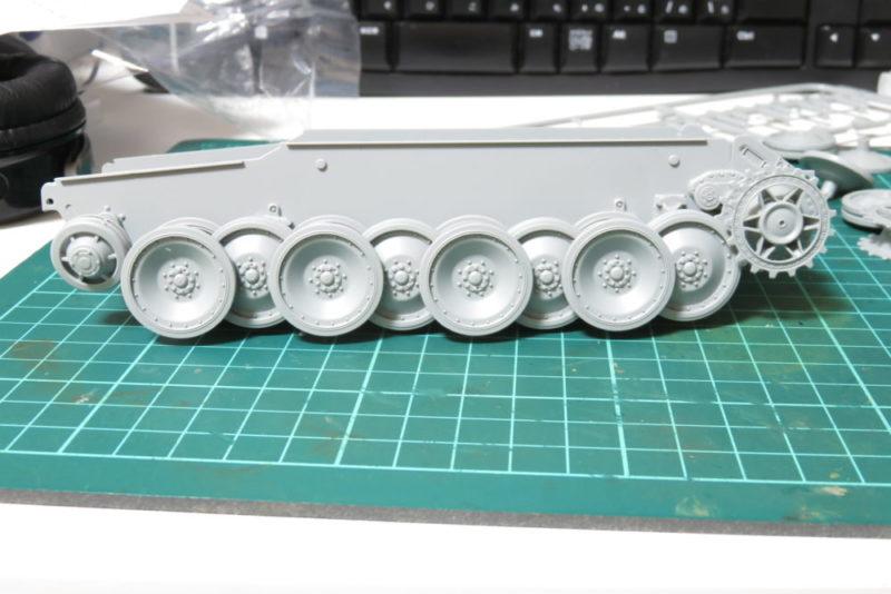 パンターD型 V2 転輪の仮組み