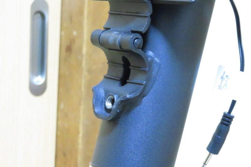 ALINCO AFB5013の組み立て ハンドル取り付け ハンドルステイの穴