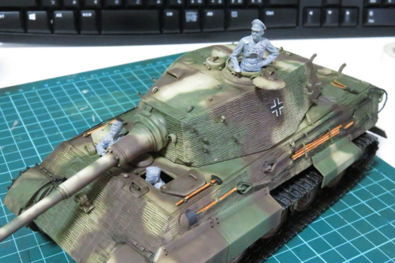 ドイツ国防軍 戦車兵セット キングタイガーに乗せる