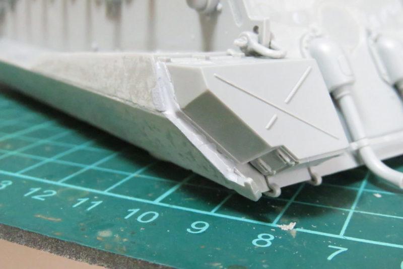 パンターD型 V2 溶きパテで車体の隙間を埋める