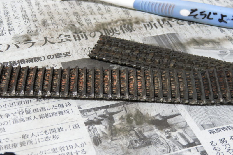 フリウル 金属履帯 赤サビ部分を磨いてみる3