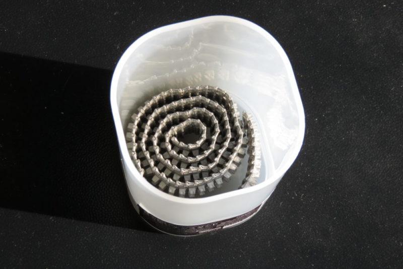 フリウル 金属履帯の黒染め 100均で買ったペン立てを容器にする2