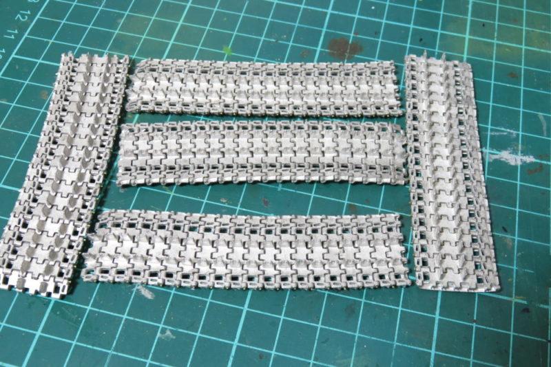 フリウル 金属履帯の組み立て