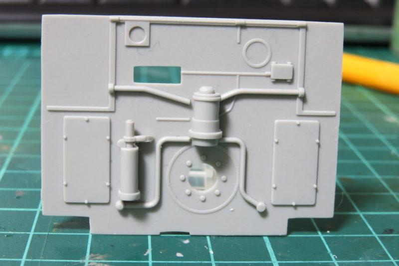 グリレ17 インテリアの組み立て 操縦室と機関室の仕切り