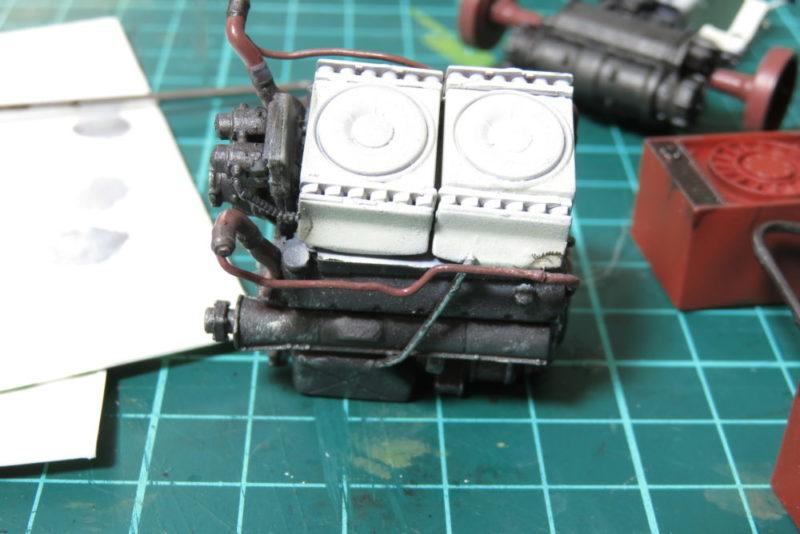 グリレ17 車内の塗装 エンジンの塗り分け2