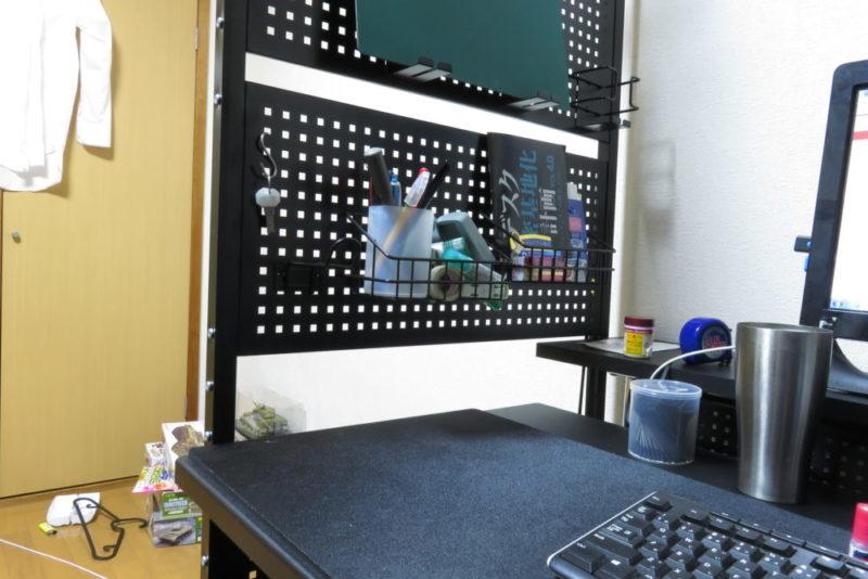 エクステンションデスク設置後のデバイスウォールの状態