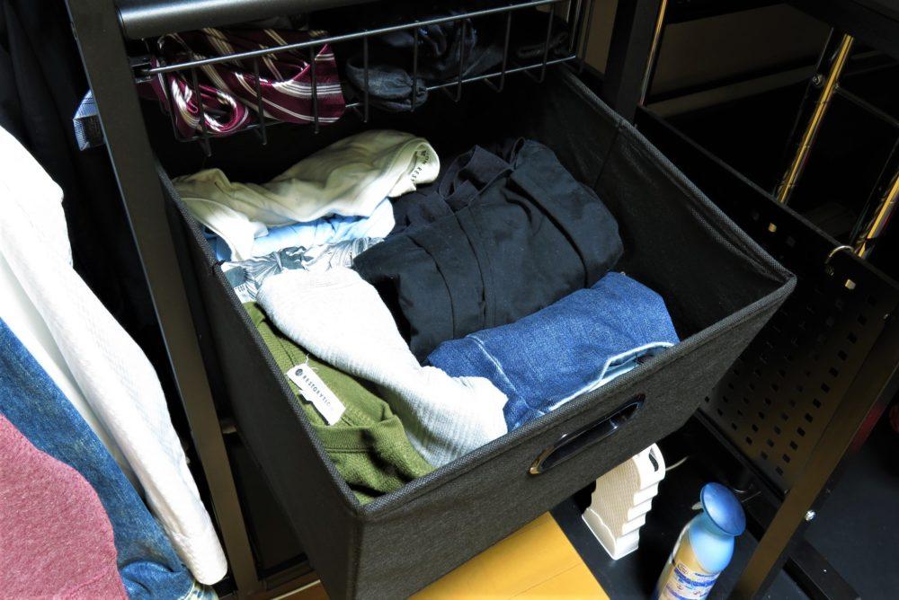 バウヒュッテ ハンガーラックテーブル 衣類を収納する2