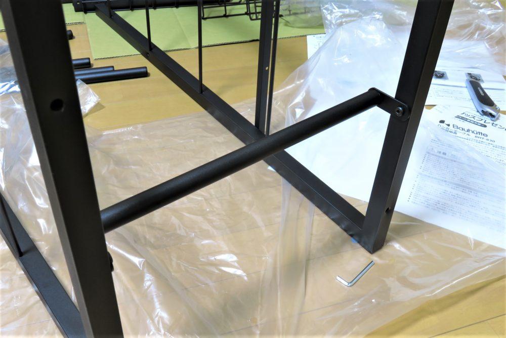 バウヒュッテのハンガーラックテーブルを組み立てる6