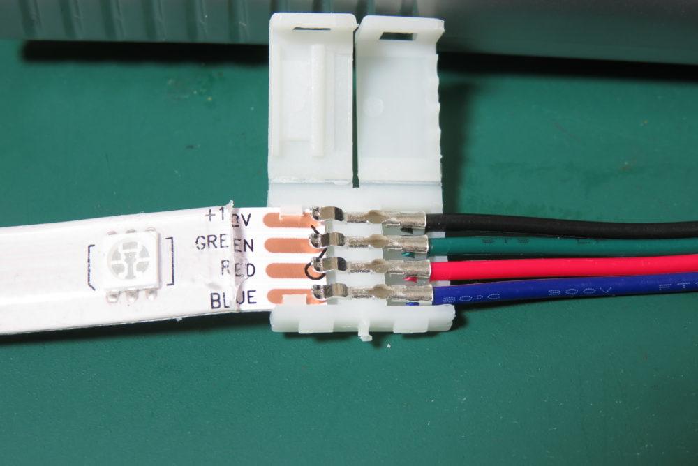 LEDテープライト ケーブルコネクタで接続2