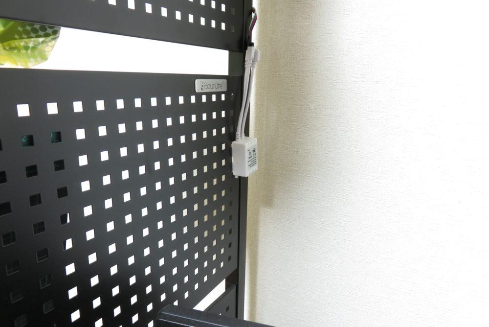LEDテープライト ライトを家具に貼り付ける2