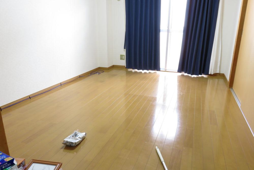 ジョイントマットを敷くために家具を移動させる5