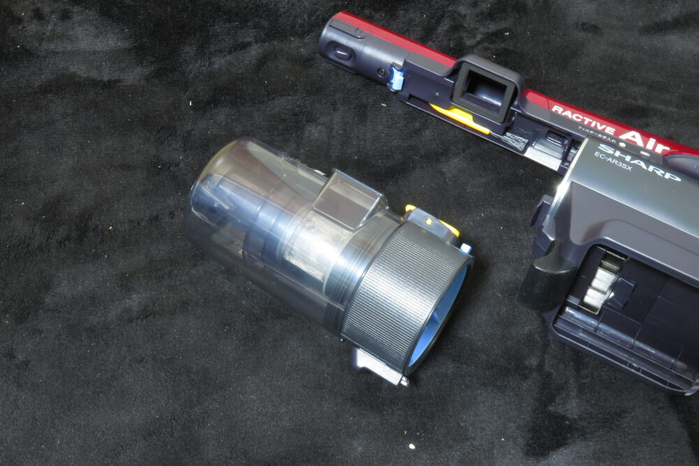 シャープ EC-AR3SX 本体とダストカップ