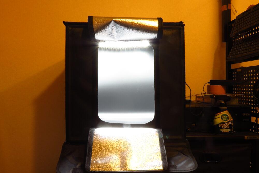 サンワサプライ 撮影ボックス LEDを点灯した状態2